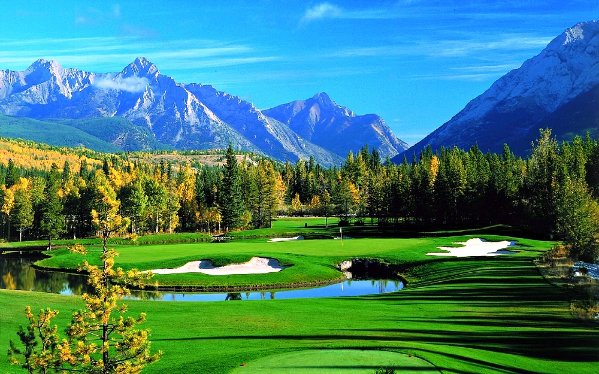 picture of golf course with moutains backdrop
